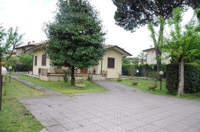 Villa singola in Vendita a Forte dei Marmi