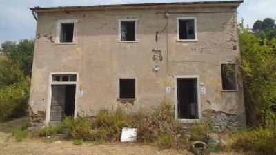 Rustico in Vendita a Carrara