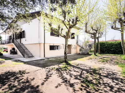 casa trifamiliare in Vendita a Massa