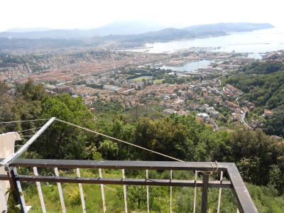 Porzione di bifamiliare in Vendita a La Spezia