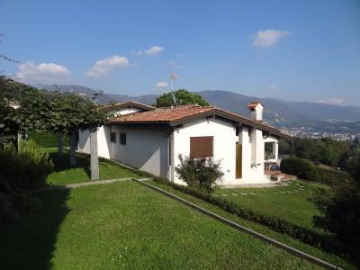 Villa in Vendita a Besazio