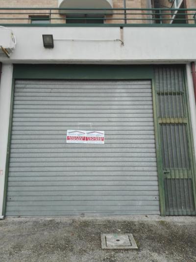 Locale commerciale in Affitto/Vendita a Ferrazzano