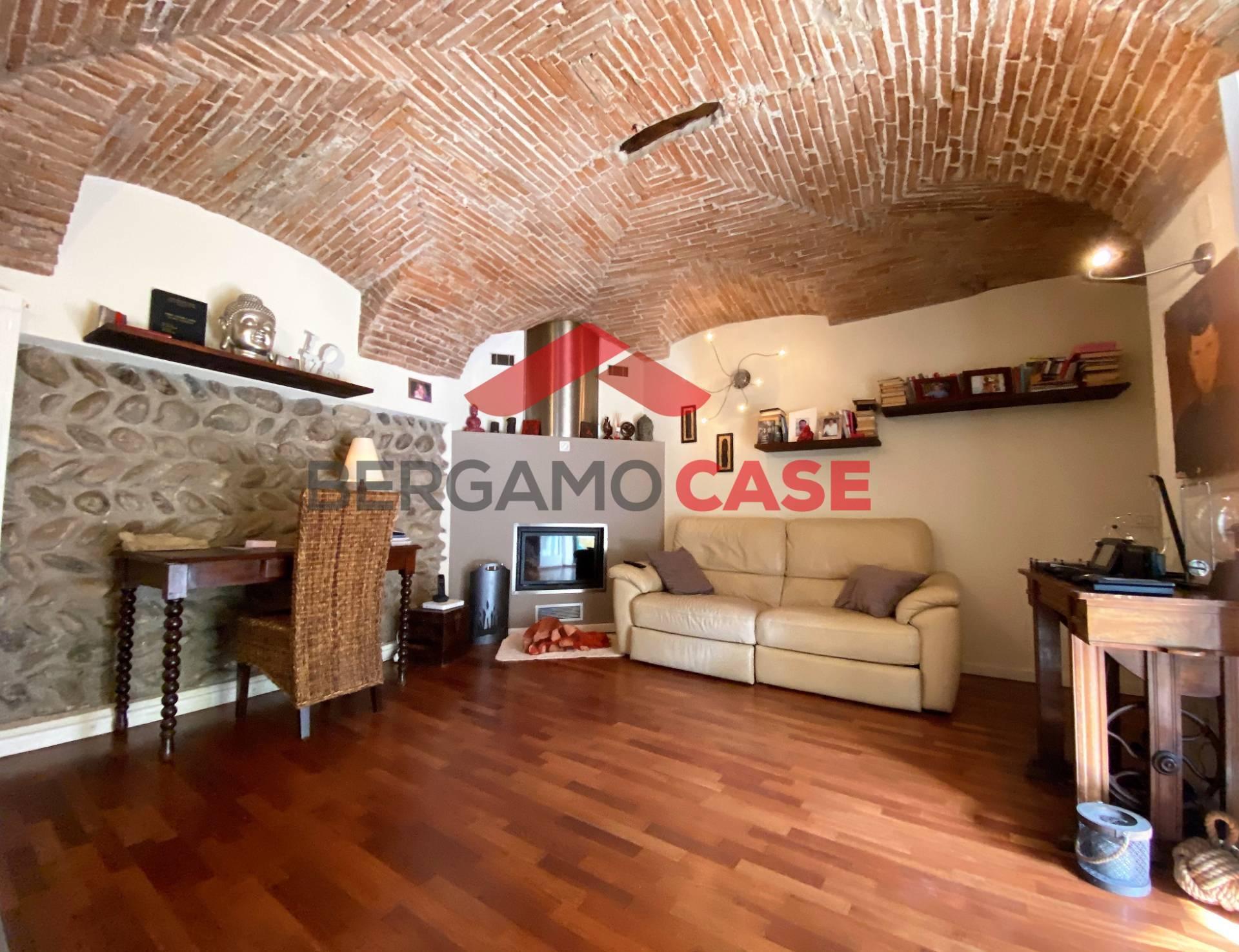 Appartamento in vendita a Scanzorosciate, 3 locali, prezzo € 170.000 | CambioCasa.it
