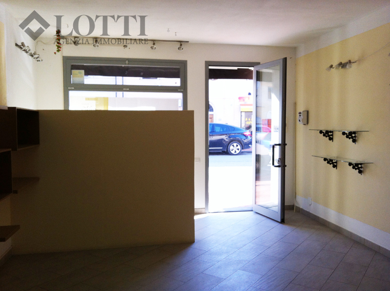 Business mall for rent in Bientina (PI)