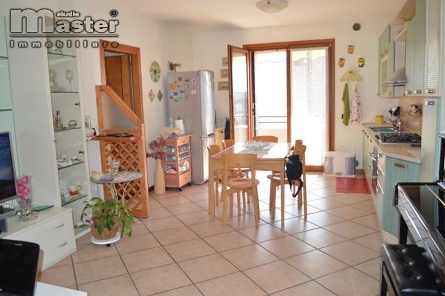 Appartamento in vendita a Paese, 5 locali, zona ellengo, prezzo € 125.000 | PortaleAgenzieImmobiliari.it