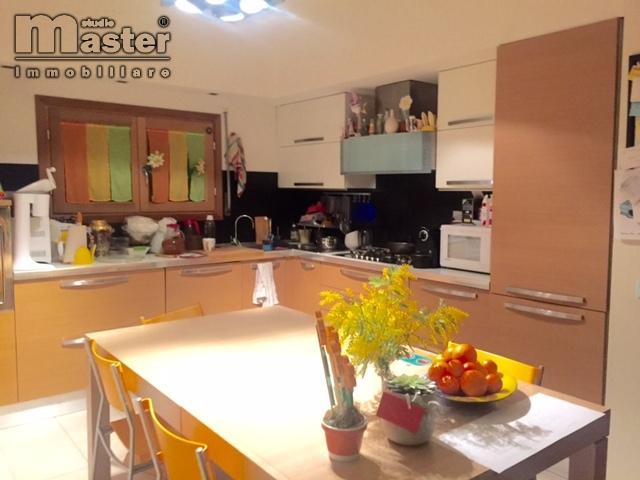 Appartamento in vendita a Istrana, 6 locali, zona Zona: Ospedaletto, prezzo € 120.000 | CambioCasa.it