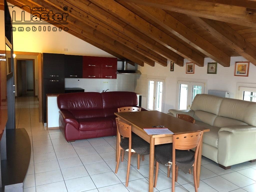 Appartamento in affitto a Povegliano, 4 locali, zona Zona: Camalò, prezzo € 500 | CambioCasa.it