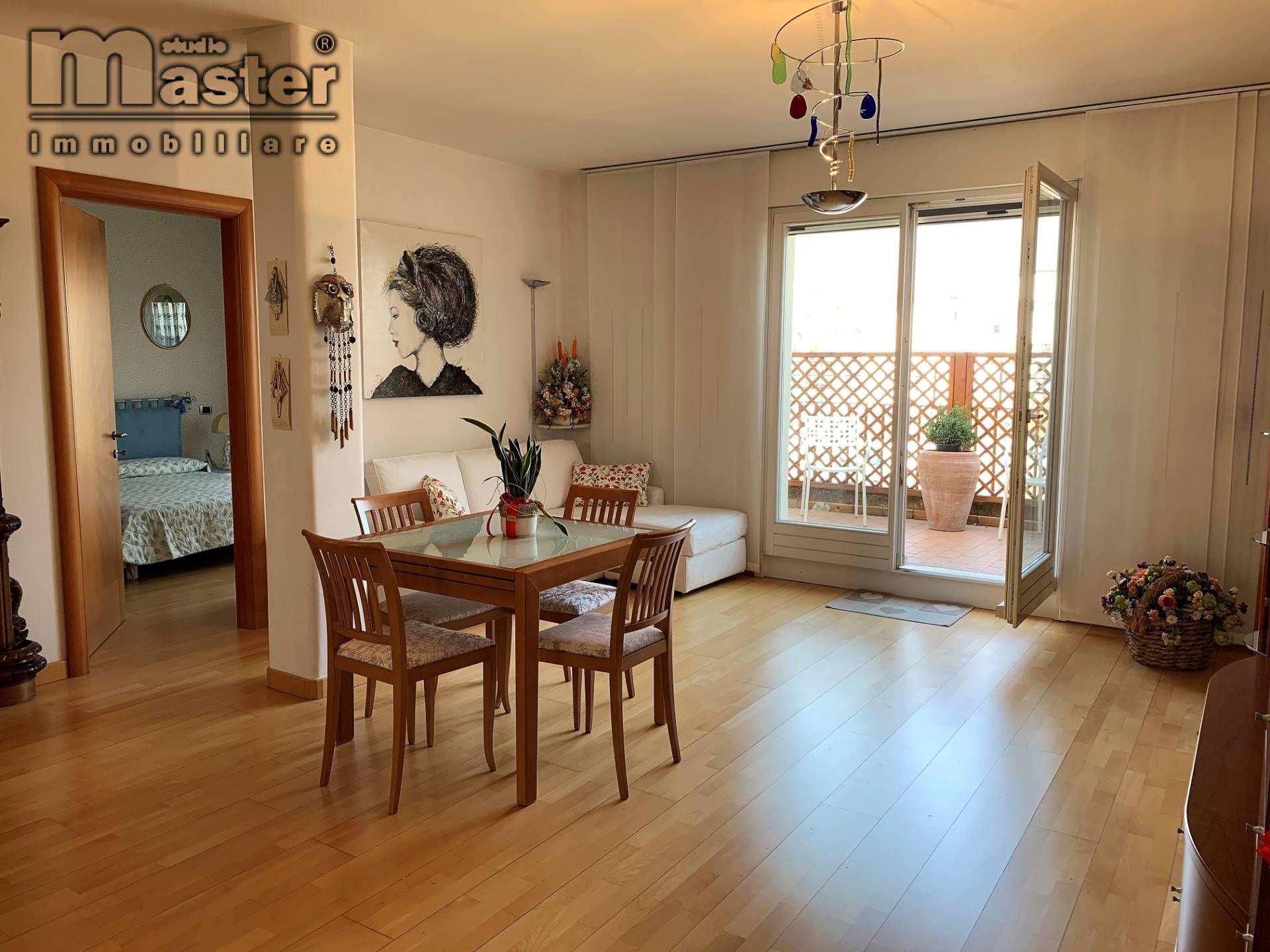 Appartamento in affitto a Treviso, 4 locali, zona Località: Centrostorico, prezzo € 1.200 | CambioCasa.it