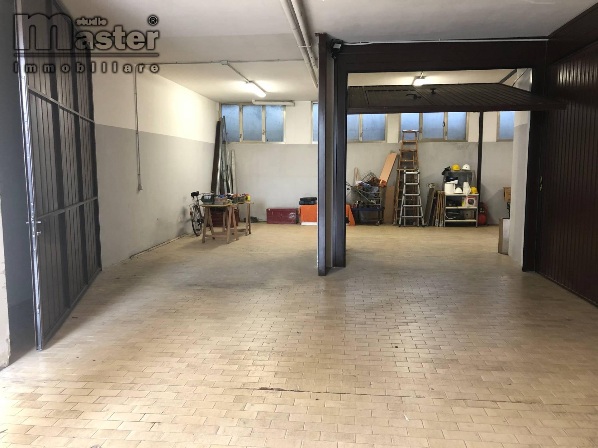 Box / Garage in vendita a Paese, 1 locali, zona Località: Centro, prezzo € 42.000 | CambioCasa.it