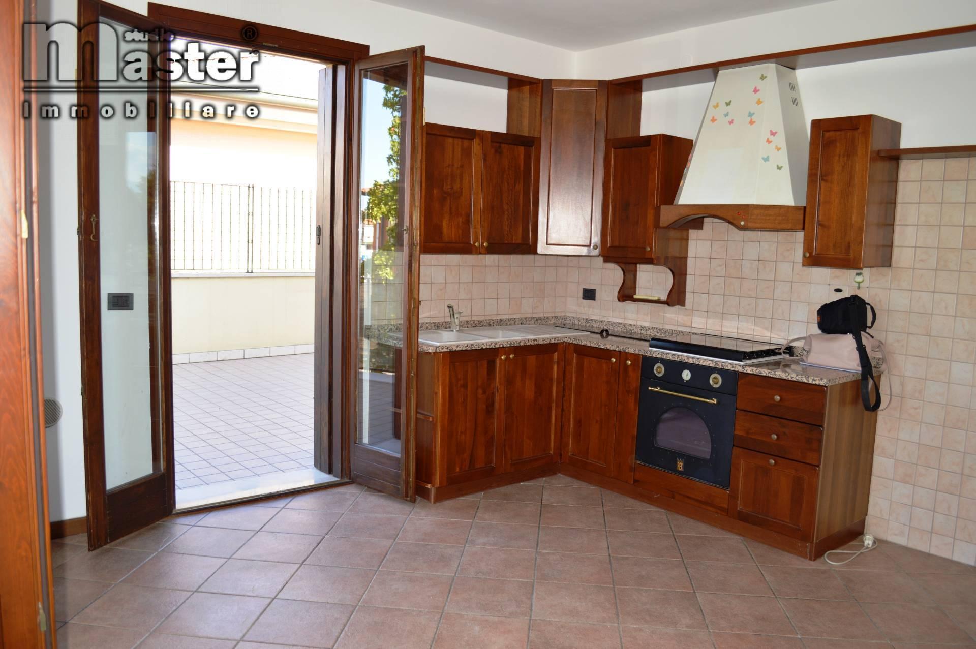 Appartamento in vendita a Trevignano, 5 locali, prezzo € 120.000 | PortaleAgenzieImmobiliari.it