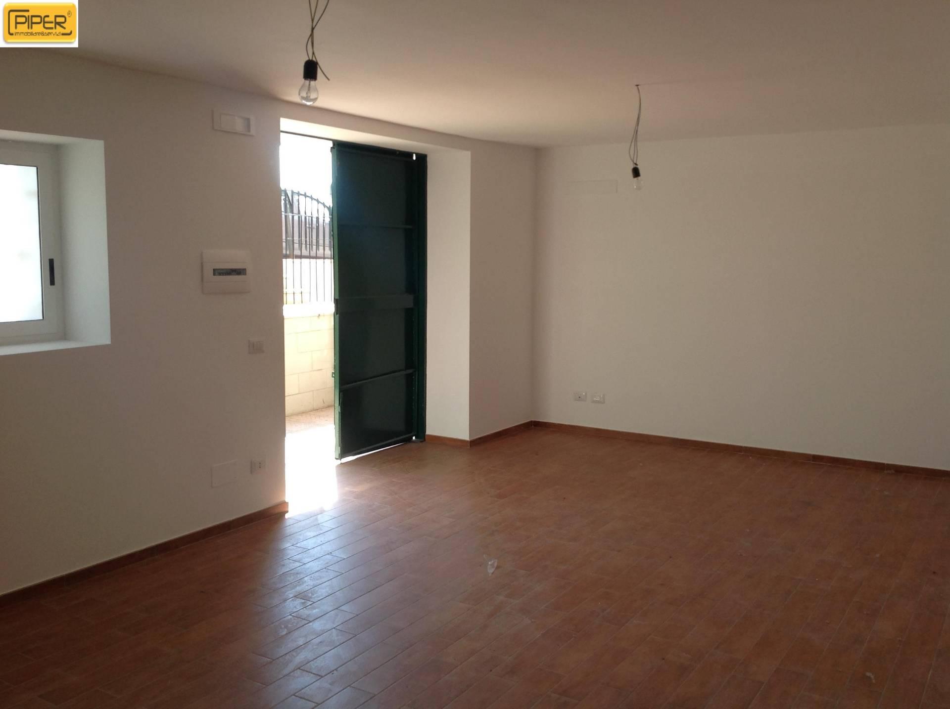 Negozio / Locale in affitto a Pozzuoli, 9999 locali, zona Località: PozzuoliSolfatara, prezzo € 450 | CambioCasa.it
