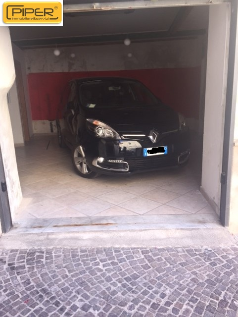 Negozio / Locale in affitto a Pozzuoli, 9999 locali, zona Località: PozzuoliAlta, prezzo € 400 | CambioCasa.it