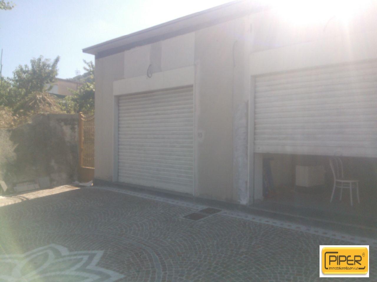 Negozio / Locale in affitto a Pozzuoli, 9999 locali, zona Località: PozzuoliAlta, prezzo € 500 | CambioCasa.it