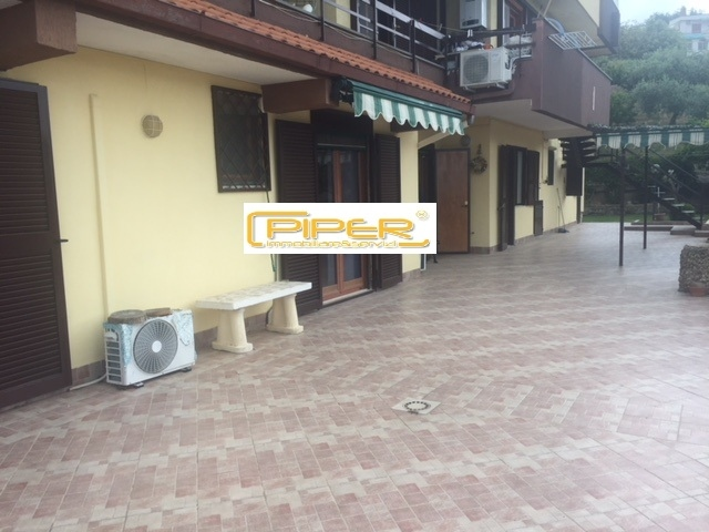 Appartamento in affitto a Pozzuoli, 4 locali, zona Località: PozzuoliSolfatara, prezzo € 1.700 | CambioCasa.it