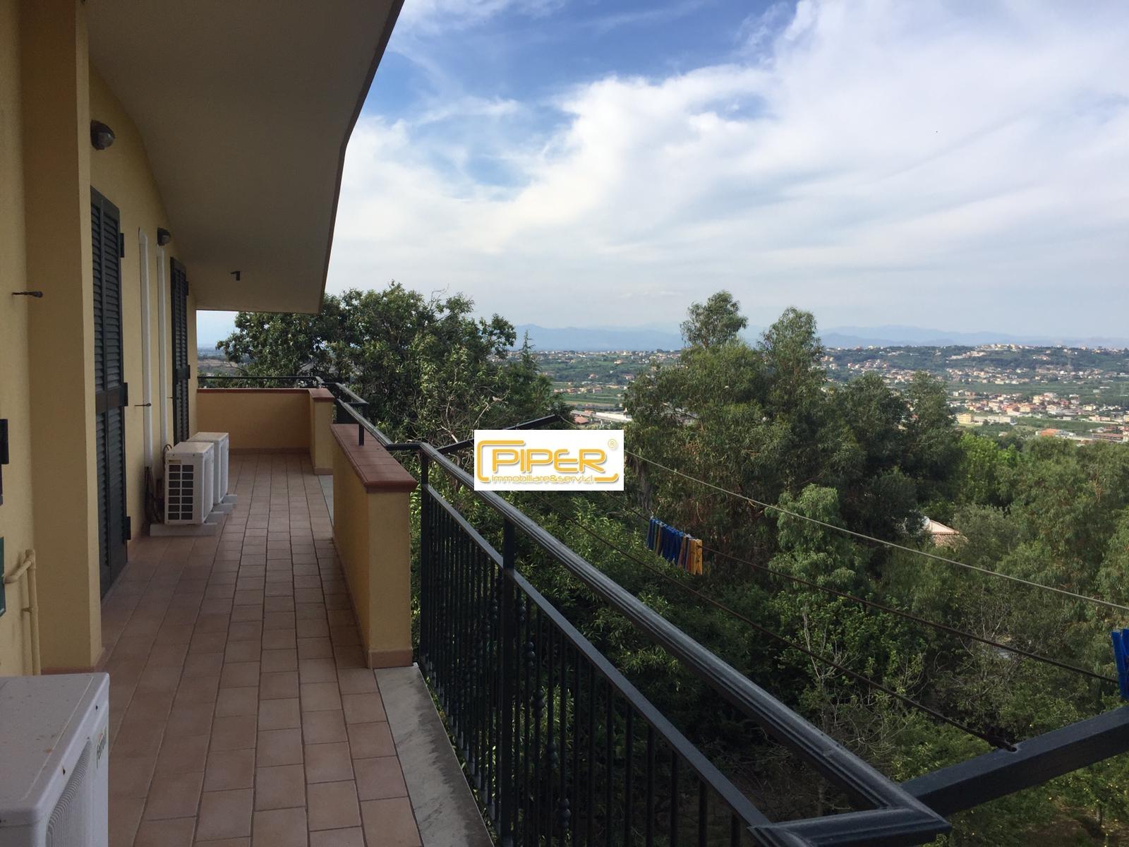 Appartamento in affitto a Pozzuoli, 6 locali, zona Località: Monterusciello, prezzo € 800 | CambioCasa.it