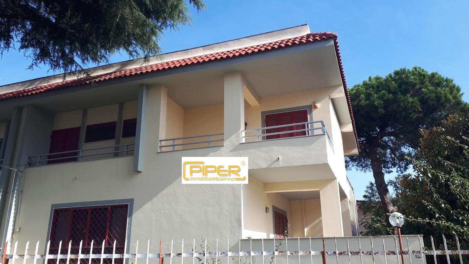 Villa in affitto a Giugliano in Campania, 6 locali, zona Zona: Licola, prezzo € 800   CambioCasa.it